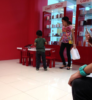 child and mother at Claro store in Escazu