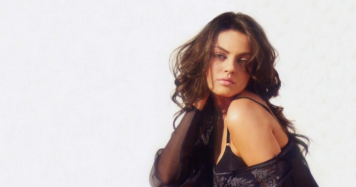 Mila Kunis Hot Pics  Celebs Of World-9712