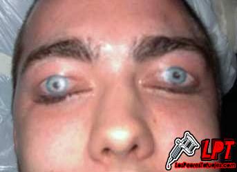 Tatuaje de ojos en los parpados