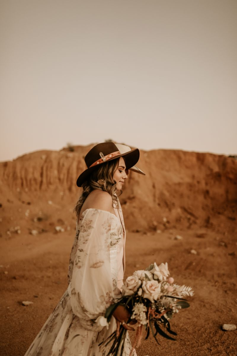 kacie herd photography country weddings inspiration bridal gown floral design