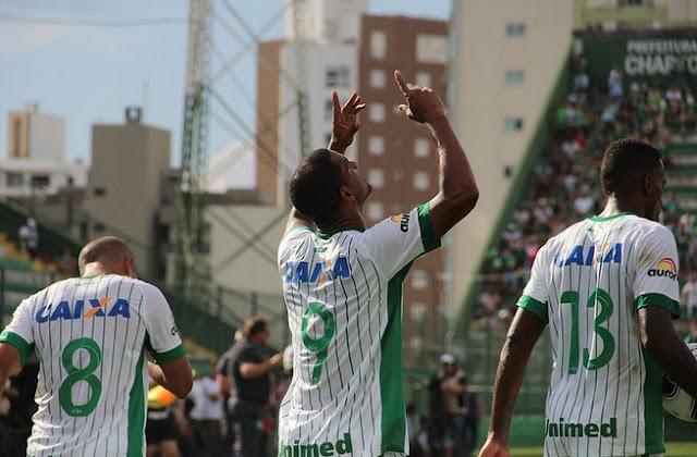 Bruno Rangel faz história, e Chapecoense goleia Avaí