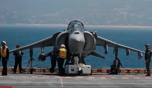 Maniobras aéreo-naval frente a Las Canteras