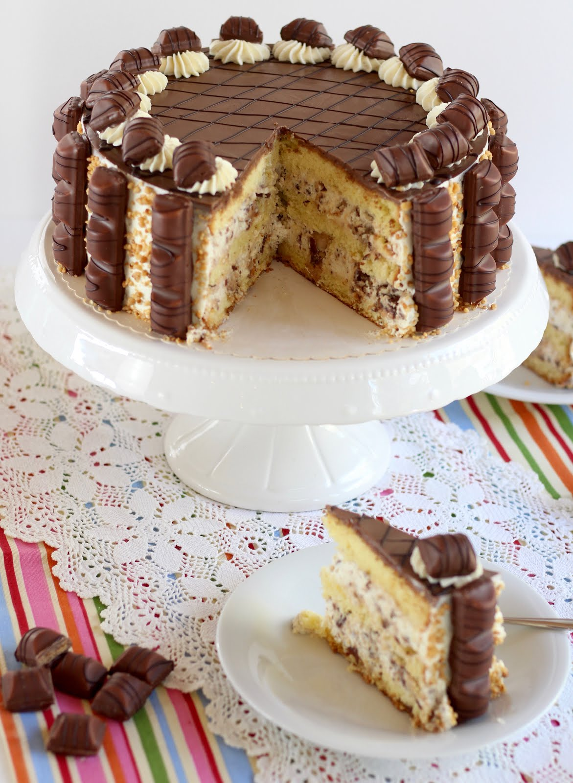 Kinder Bueno Torte - der absolute Knaller für Haselnuss-Lover und Schoko-Freaks | Rezept und Video