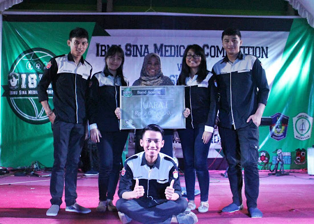UKM Pharco Farmasi Unhas Juara 1 Lomba Akustik Ibnu Sina Medical Competition Vol.2