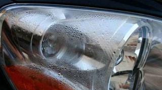Cara Mudah Bersihkan Embun Lampu Mobil