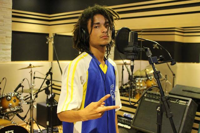 """O rapper Dendê lança o clipe """"64"""""""