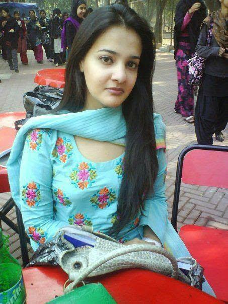 Moona Khan - Google-2002