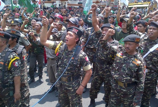 Jangan Coba-coba Mewahabikan Jawa Timur