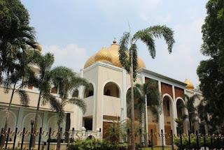 http://www.teluklove.com/2017/05/pesona-keindahan-wisata-masjid-pangeran.html