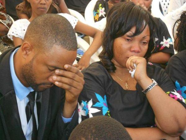 Kimenuka..Emmanuel Mbasha Amvua Nguo Madam Flora Mbasha.....