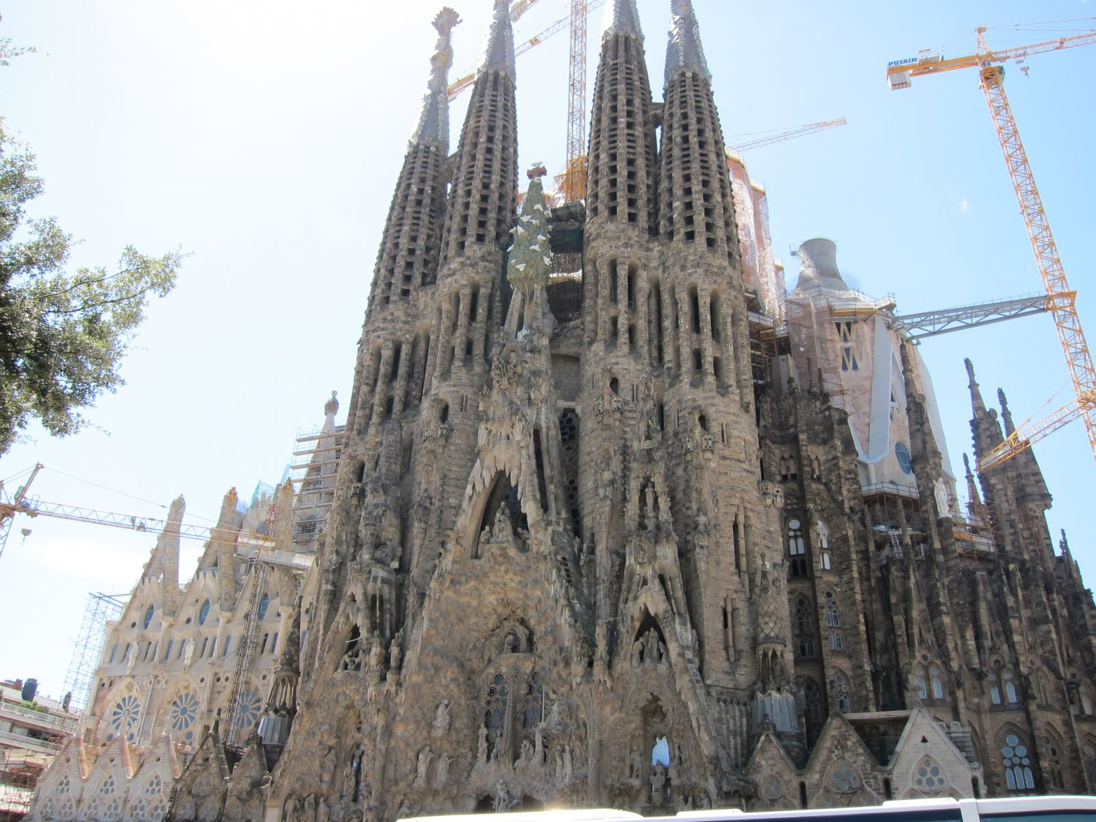 Exterior: Lisa Elsewhere: Sagrada Familia