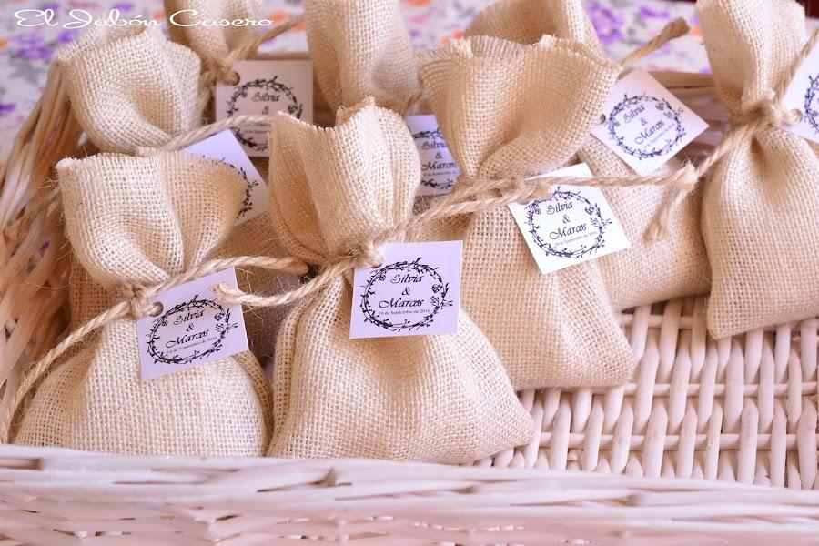 Detalles bodas romanticas vintage saquitos con jabones artesanales