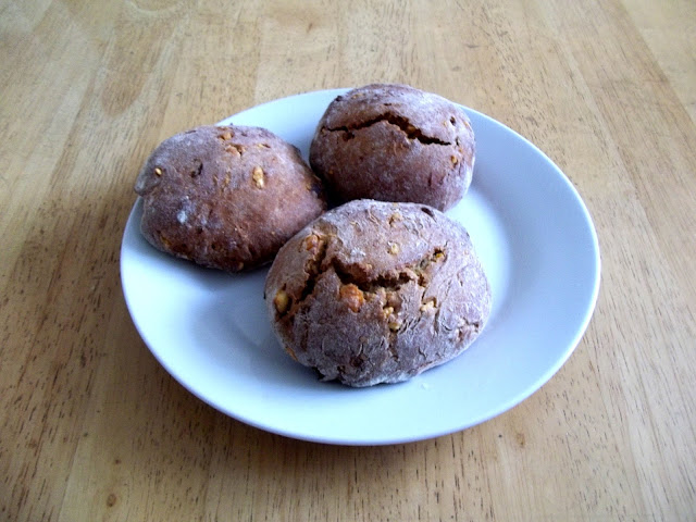 "<img alt=""see more of vegan orange and raisin buns recipe"">"