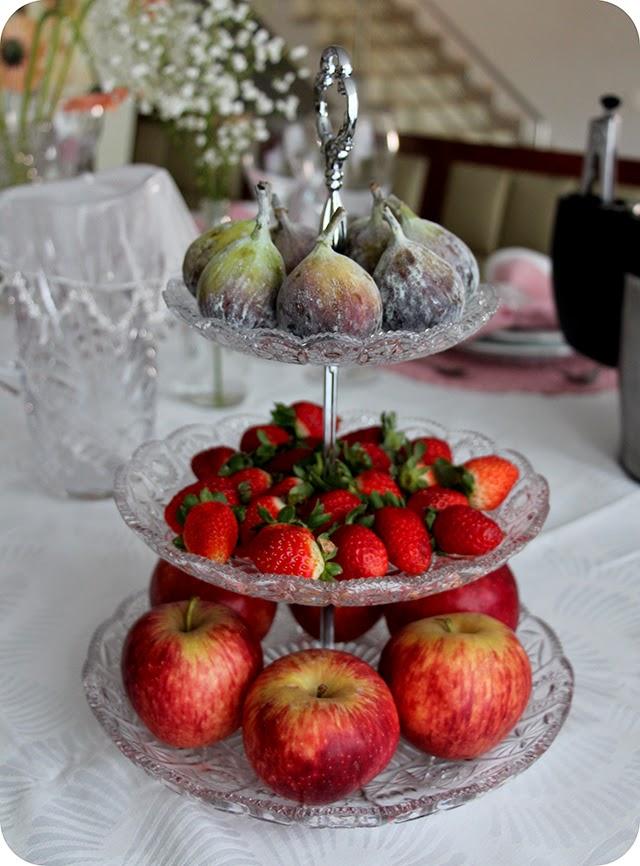 Para decorar e beliscar Figo, morango e maçã