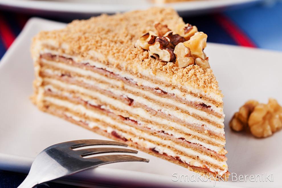 Świąteczny wielowarstwowy tort