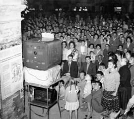 Tv in piazza Anni Cinquanta