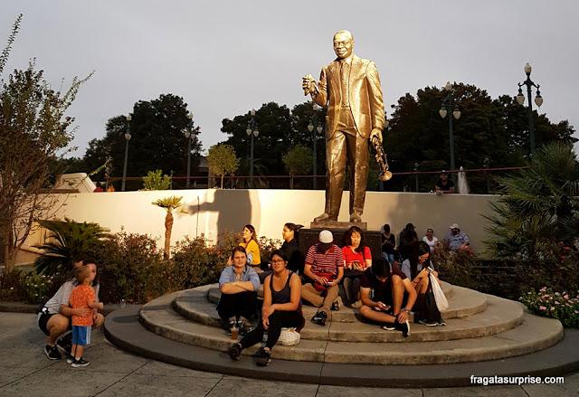 Estátua de Louis Armstrong no parque que leva seu nome