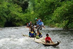 Keseruan Naik Bamboo Rafting dan Festival Loksado 2018