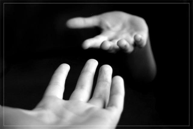 протянутая рука фото