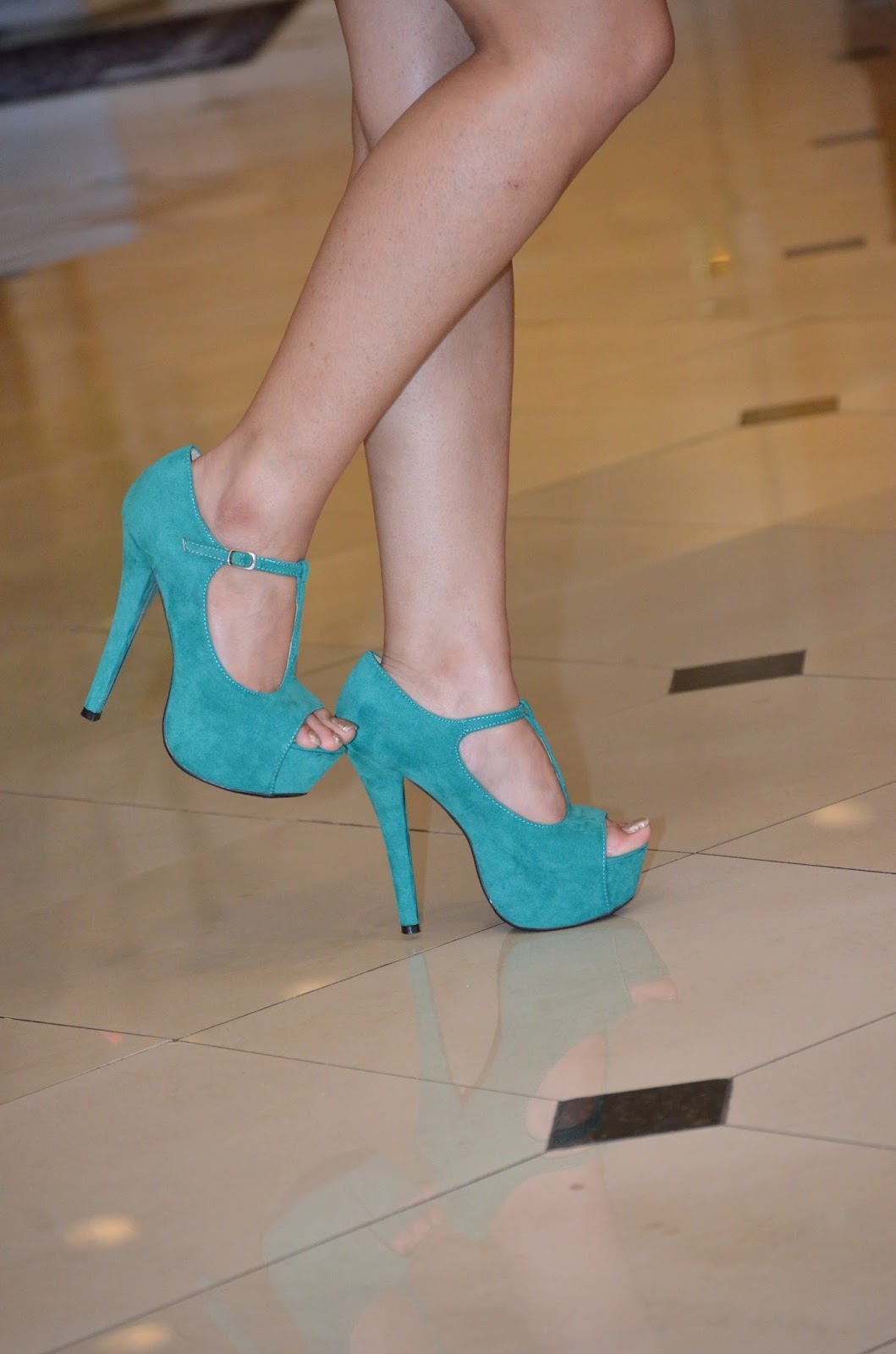 Peplum Skirt/ Green Shoes