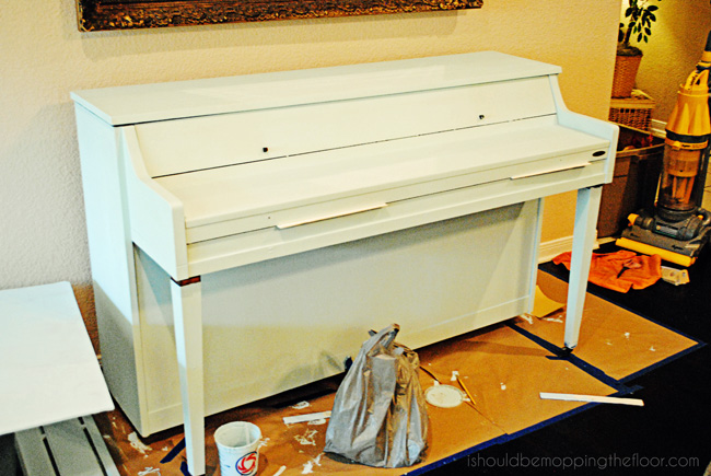 Chalk-Painted Piano {Re-Invented & Re-Styled}. Includes full tutorial and simple chalk paint recipe.