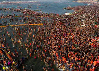 before-the-mahashivaratri-crowd-of-devotees-on-the-sangam