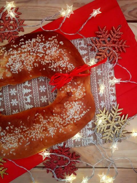 Roscón de Reyes con aceite de oliva virgen extra. Receta tradicional navideña. Masas, levados, agua de azahar, AOVE, hecho en casa, reyes magos, ilusión, receta sencilla. Desayuno, merienda, postre.