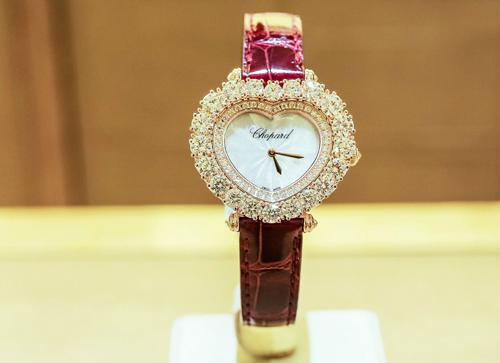 đồng hồ L'Heure du Diamant của chopard có giá gần 1,5 tỷ