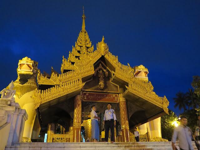Entrada Sur Shwedagon Paya