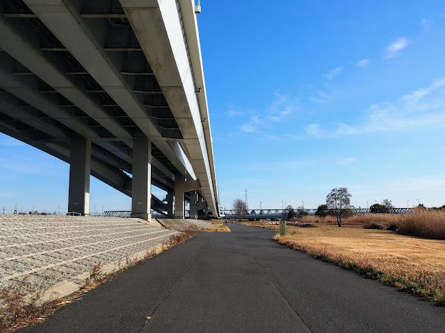 荒川自転車道 平井大橋と総武本線