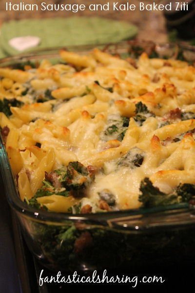Italian Sausage and Kale Baked Ziti // This baked sausage and kale pasta dish is uncomplicated without sacrificing flavor! #recipe #pasta #sausage #kale #maindish