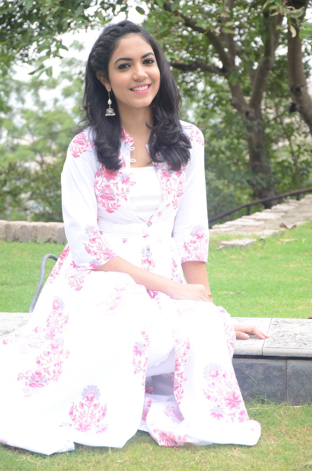 Ritu Varma dazzling in white n white-HQ-Photo-10