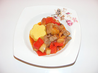 tocana, tocanita, tigaie picanta, mancaruri cu carne si legume, preparate din carne si legume,