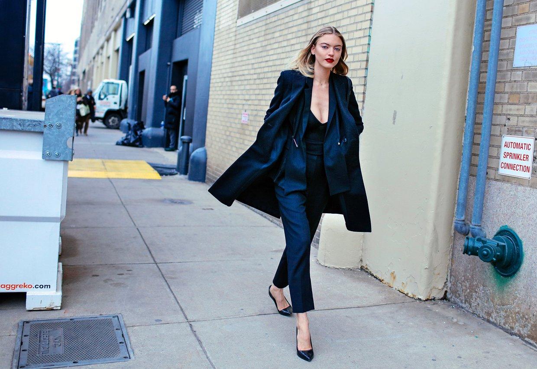 new york fashion week street style twentyish brunette