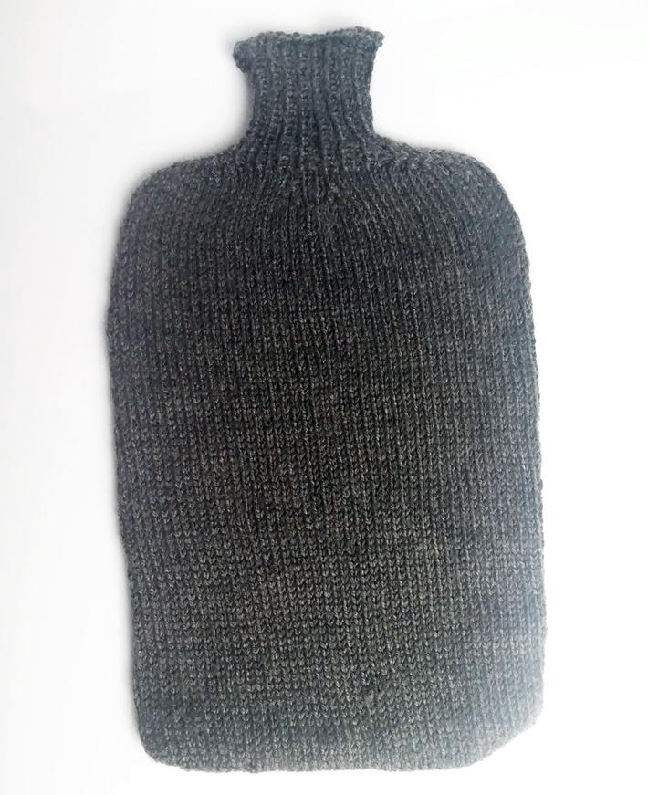 Wärmflaschenhülle in grau, gestrickt