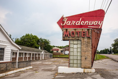 Route 66 Missouri - Gardenway motel_by_Laurence Norah