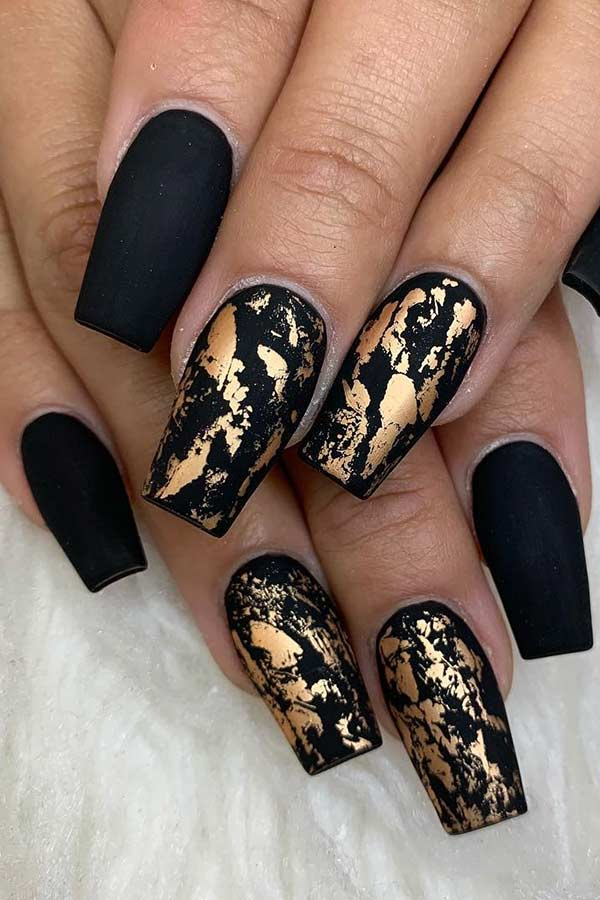 37+ Unique Gold Nail Art Designs 2019 for Your Classy Summer