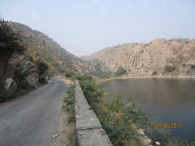 way to jaismand lake