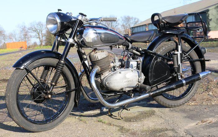 moto datant datant bêta mâle