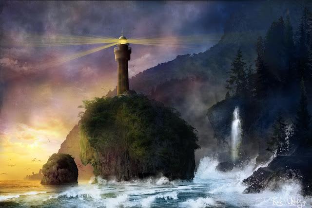 Faro sulla roccia a strapiombo sul mare ribollente di schiuma.