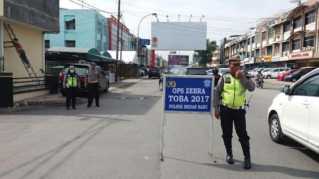 Unit Lantas Polsek Medan Baru Melaksanakan Operasi Zebra Toba 2017 di Jalan Nibung Raya