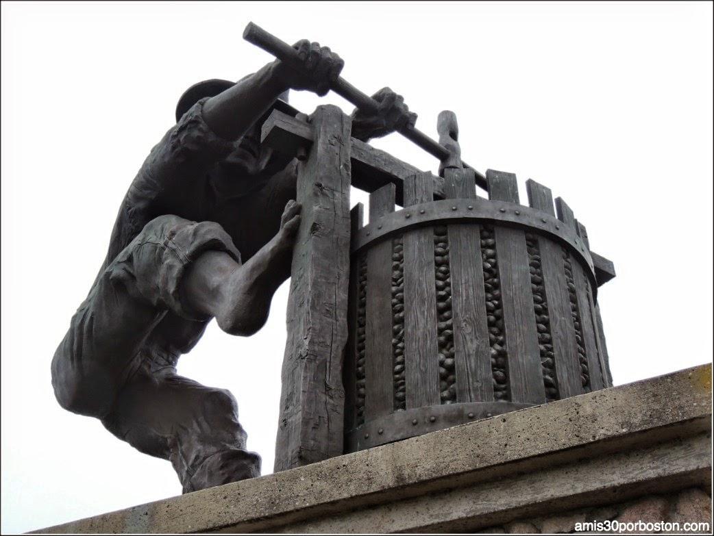 Valle de Napa: Grape Crusher Statue