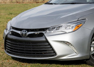 2015 Toyota Camry Hybrid XLE V6 Invoice Price and specs