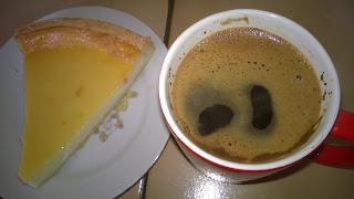 Mount Hagen Arabica Kaffee mit Quark Kuchen.