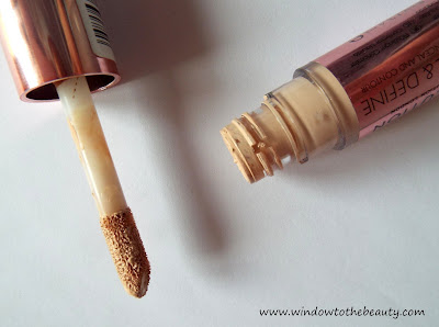 Makeup Revolution Conceal and Define Concealer applicator