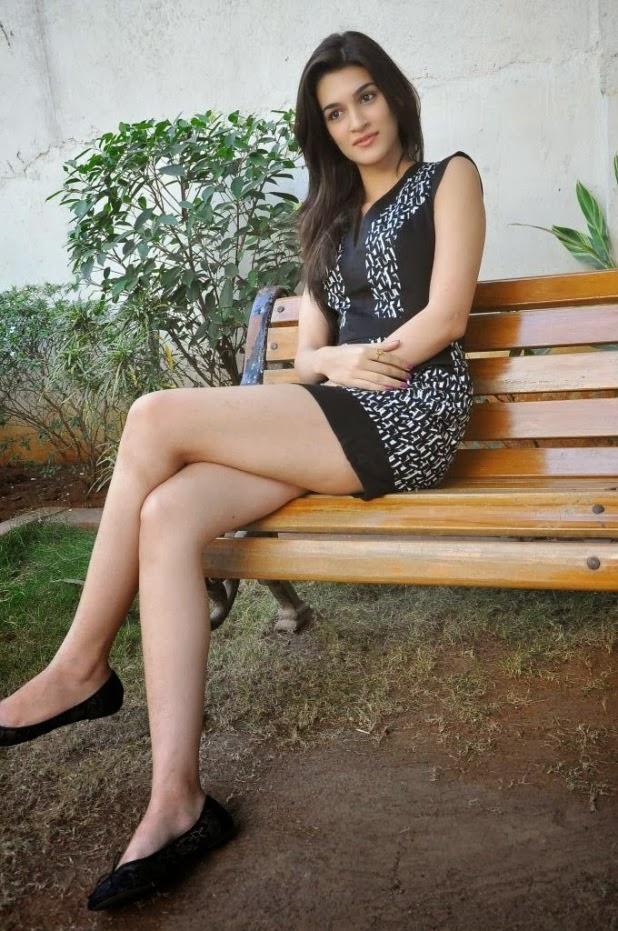 Kriti Sanon Latest Hot Sexy Pics-7817