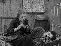 """Кадр из к/ф Чарли Чаплина """"На плечо"""" / Shoulder Arms (1918) - 13"""