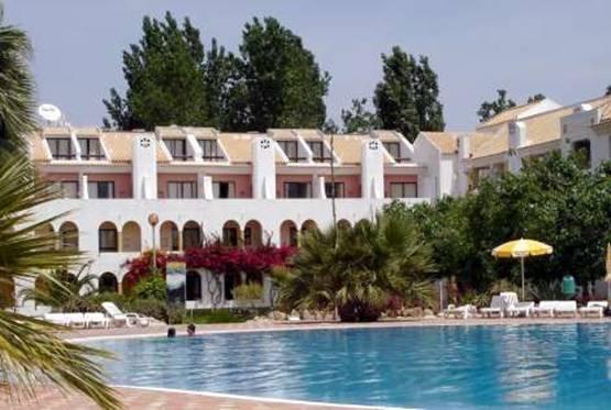 Pour votre voyage Portugal, comparez et trouvez un hôtel au meilleur prix.  Le Comparateur d'hôtel regroupe tous les hotels Portugal et vous présente une vue synthétique de l'ensemble des chambres d'hotels disponibles. Pensez à utiliser les filtres disponibles pour la recherche de votre hébergement séjour Portugal sur Comparateur d'hôtel, cela vous permettra de connaitre instantanément la catégorie et les services de l'hôtel (internet, piscine, air conditionné, restaurant...)