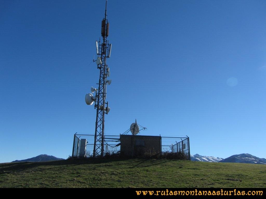 Area Buyera, picos Grandamiana y Plantón: Antenas en el Canto la Cruz