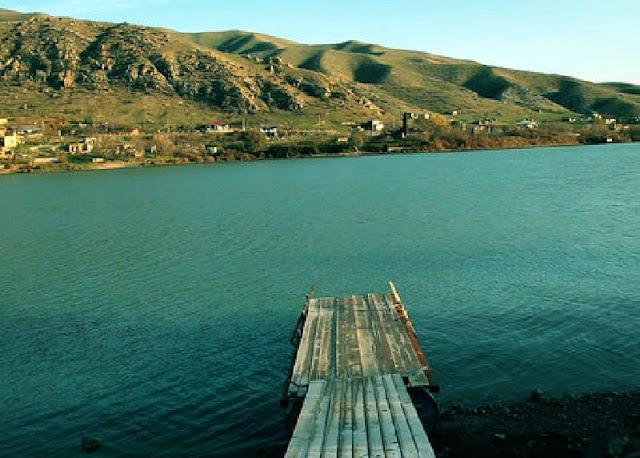 Muerte masiva de peces despierta recelos en Azerbaiyán